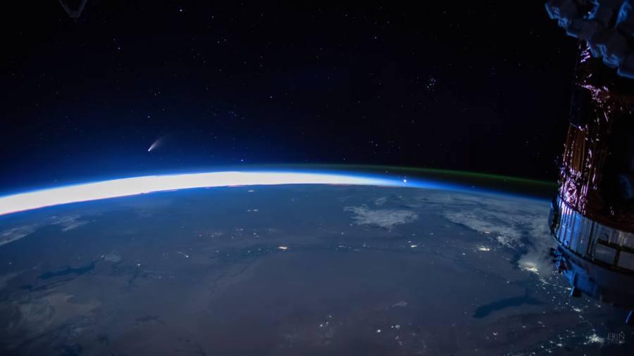Mira al cometa NEOWISE en el amanecer en este vídeo time-lapse en 4K