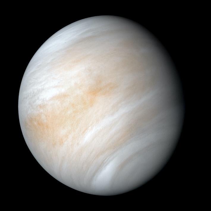 ¿Cómo se vería Venus si tuviera una cantidad de agua superficial similar a la Tierra?