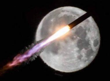 Un cohete pasó frente a la Luna y ¡fue fotografiado en el momento preciso!