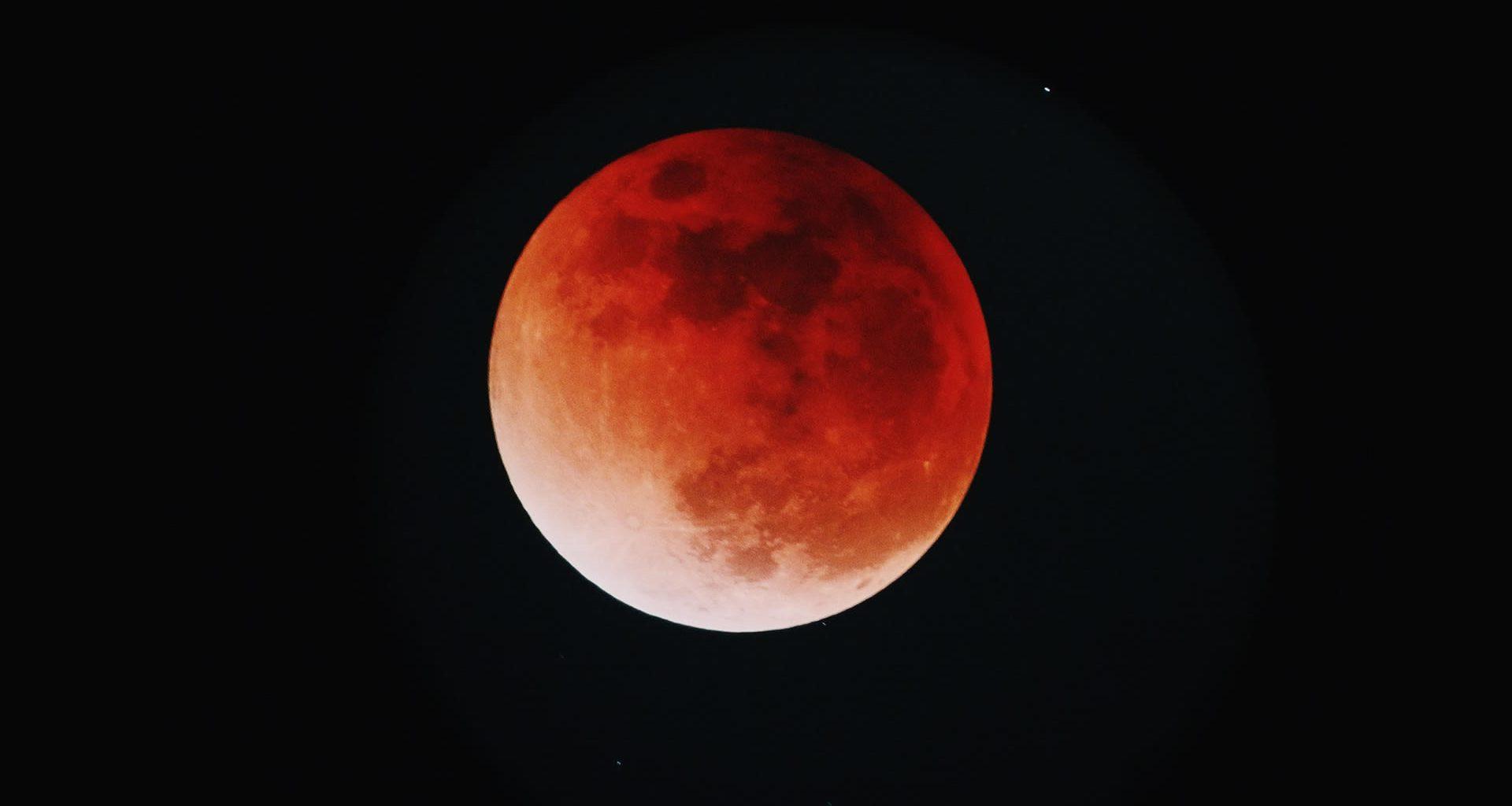 Este lunes: Luna llena y Eclipse Lunar serán visibles en el cielo
