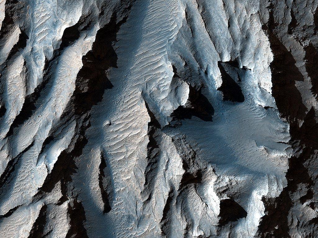 """Revelan impresionantes imágenes del """"Gran Cañon de Marte"""""""