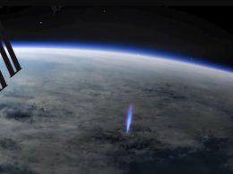 """Extraño """"rayo azul"""" disparado hacia arriba es visto desde la Estación Espacial Internacional"""