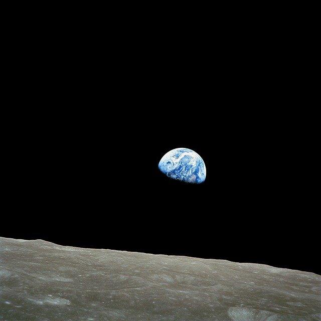 Hombre de Escocia está recaudando fondos para enviar a un terraplanista al espacio