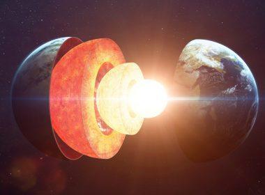 """Científicos dicen: """"Algo acecha en el centro del núcleo de la Tierra"""""""