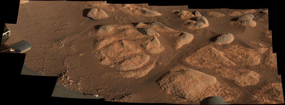 El rover Perseverance de la NASA vio estas rocas con su generador de imágenes Mastcam-Z el 27 de abril de 2021