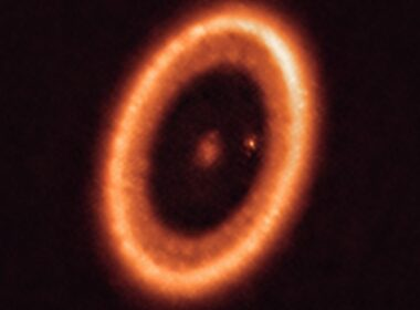 Astrónomos detectan primer disco formador de luna alrededor de un mundo alienígena