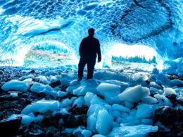 Hallan seis estructuras ocultas bajo la capa de hielo de Groenlandia