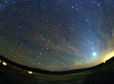 ¡Lluvia de meteoros Oriónidas alcanza su punto máximo esta noche!