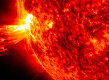 Cómo la próxima tormenta solar podría acabar con Internet en la Tierra
